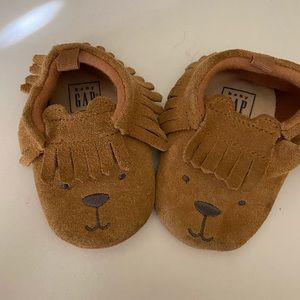 Gap baby shoes